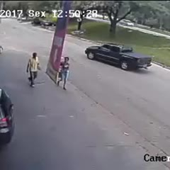 Tire hits in head of man passing street